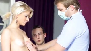 Nude sexually hot babe gets her observed by doctor and guy