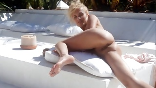 Watch on a sexy face of the stunning young sweetheart