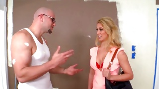 Hotie blonde is watching this hulk guy doing sexy stuff