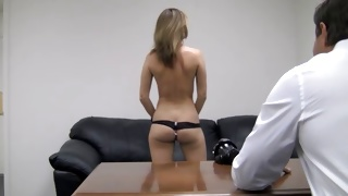 Kinky whore is showing off her nice round ass